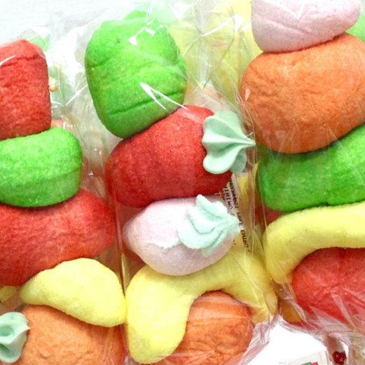 spiedini di marshmallow frutta confezionati rigato
