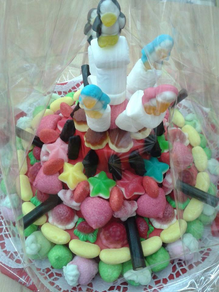 torta decorata con gommosi
