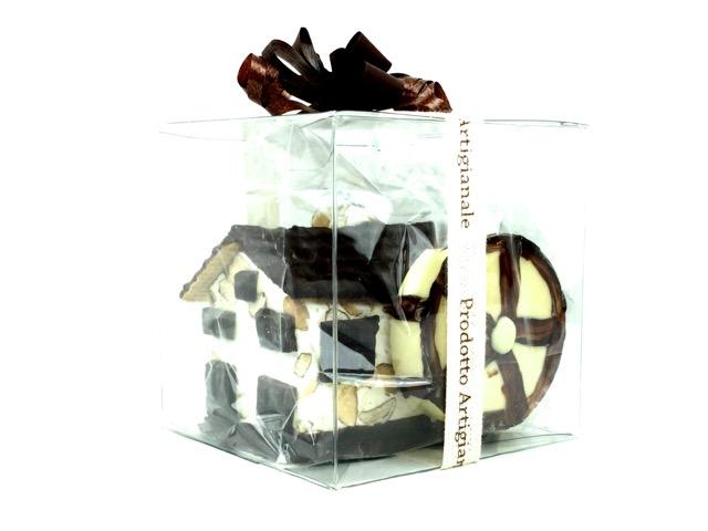 Composizione di torrone tenero e cioccolato a riproduzione di un mulino