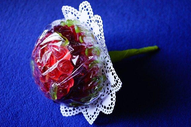 Decorazioni per dolci di San Valentino: Bouquet rose rosse di zucchero