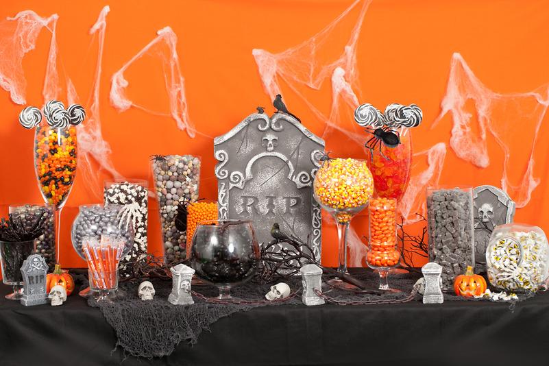Halloween candy buffet in stile party planner tema funebre giocato su due colori principali