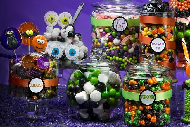 Halloween candy buffet particolare contenitori diverse forme