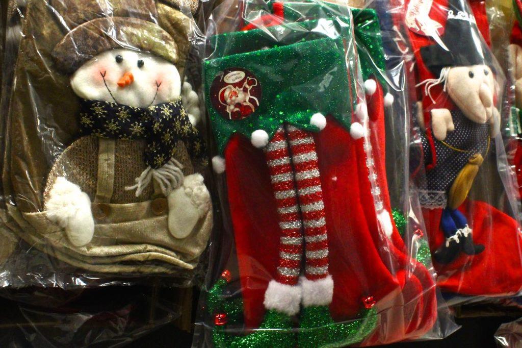 calze-di-natale-ingrosso-con-soggetti-natalizi-pupazzo-di-neve-piede-elfo