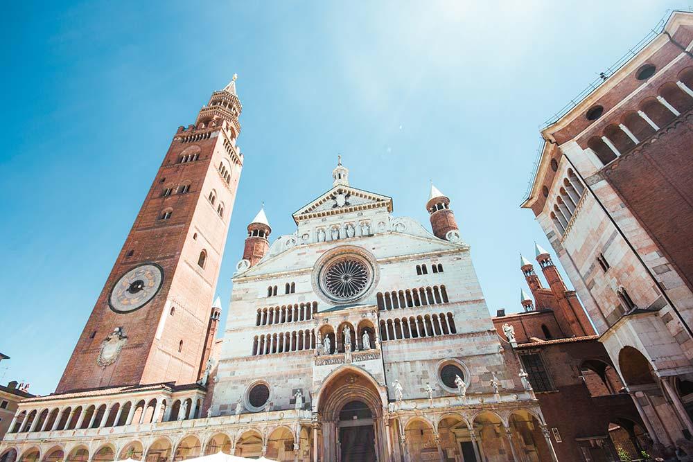 Cremona-il-torrazzo-e-la-piazza-festa-del-torrone-2019